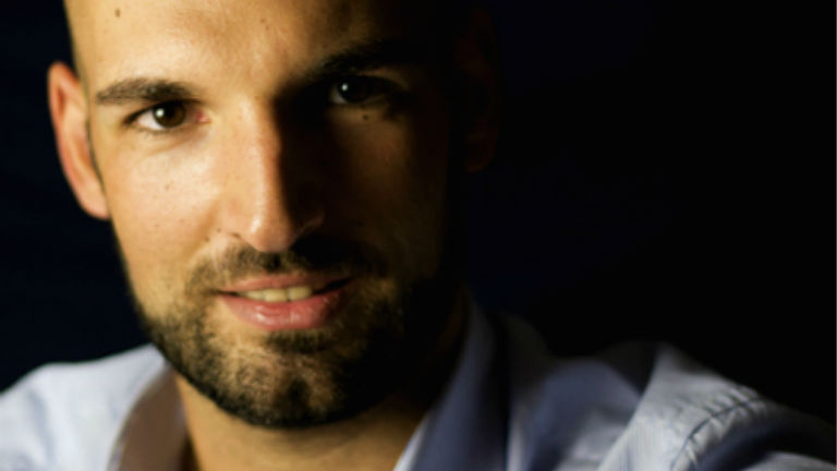 Dr. Tamási Béla, a SOTE Bőrgyógyászati Klinkájának bőr-és nemibeteggyógyász orvosa