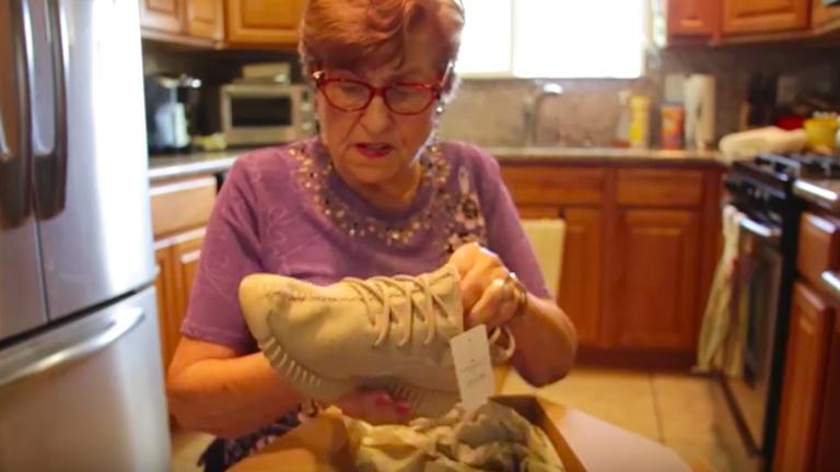 Ezt a nagyit egyáltalán nem hozzák lázba a Yeezy cipők - vicces videó