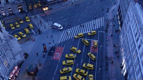 A taxisok lezárták a Bajcsy-Zsilinszky utat