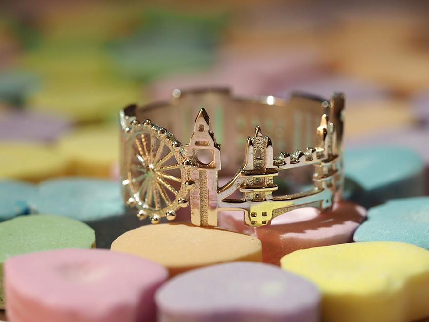 Egész városképek apró gyűrűkön
