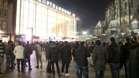 Kölni erőszak: szexuális kényszerítéssel és lopással vádolnak két algériai állampolgárt