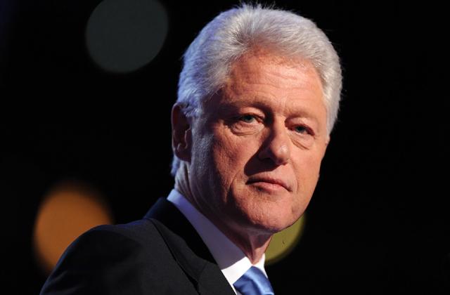 Bill Clinton cáfolja, hogy Parkinson-kóros lenne