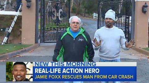 Jamie Foxx égő autóból mentett ki egy részeget – videó