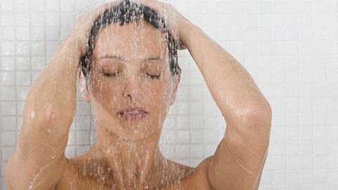 4 rossz zuhanyozási szokás, ami nem tesz jót a bőrödnek