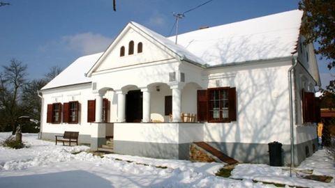 10 mesés hófödte házikó Magyarországon