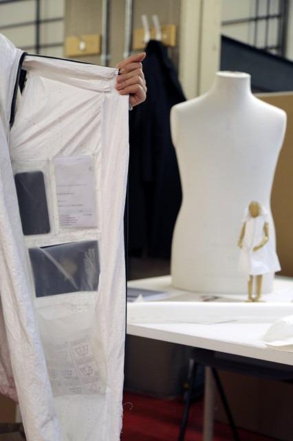 Sátor és hálózsák is lehet a menekülteknek tervezett kabátból