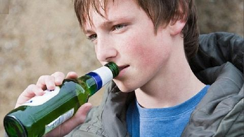 Így károsítja a tinédzserkori alkoholfogyasztás az agyat