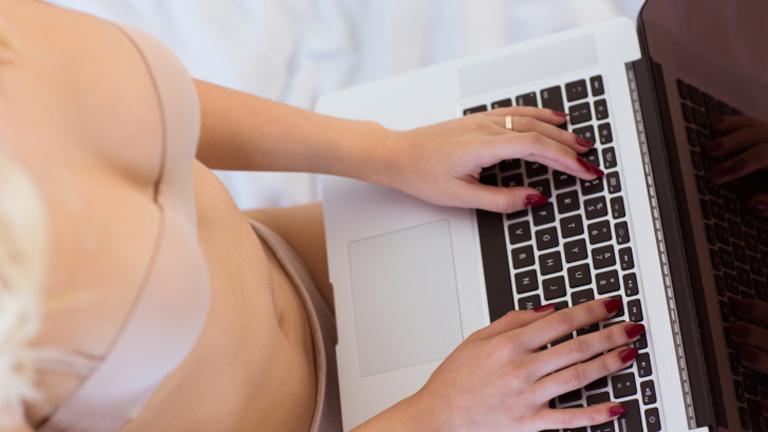 Csak egy laptop és internet-hozzáférés kell hozzá
