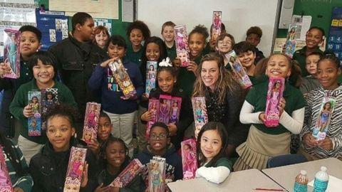 1000 Barbie babát gyűjt a hajléktalan gyerekeknek a 9 éves kislány