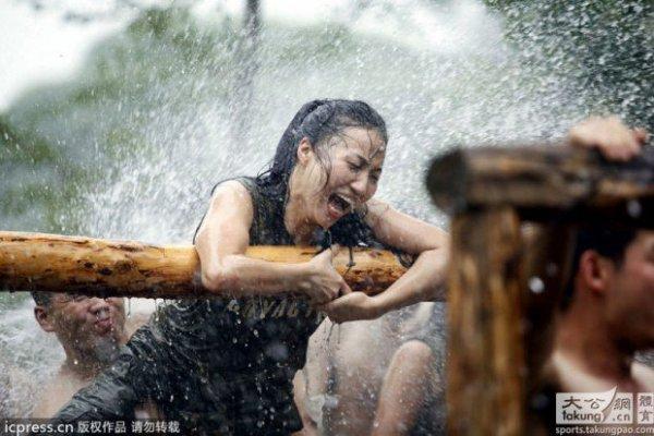 Női testőrök, brutális kiképzés Kínában - képek