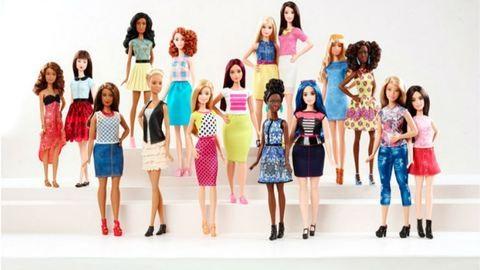 Formás, filigrán, magas: 57 év után változik meg a Barbie babák alakja