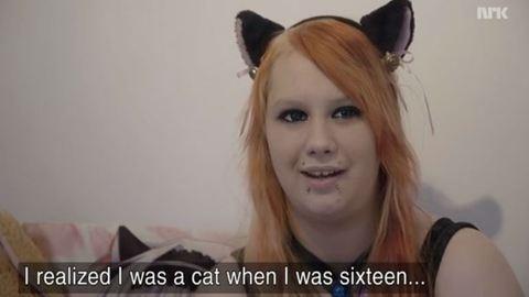 Macskaként él és viselkedik a 20 éves lány
