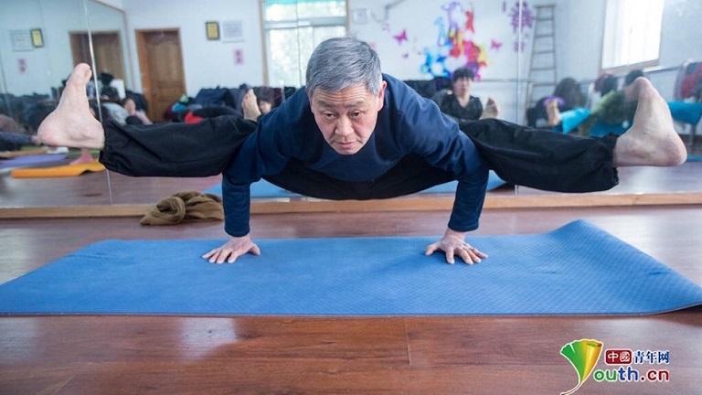 A 72 éves jógázó nagypapától leesik az állad