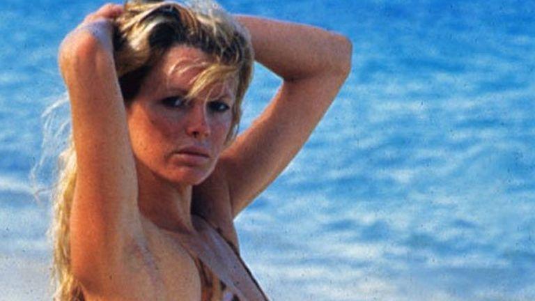 Három évtized, egy betű változással: Domino Petachiként, a Soha ne mondd, hogy soha c. Bond filmben 1983-ban