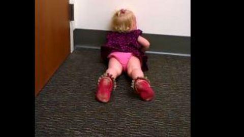 Ekkora hisztit csapott a kislány, amikor megtudta, hogy testvére született
