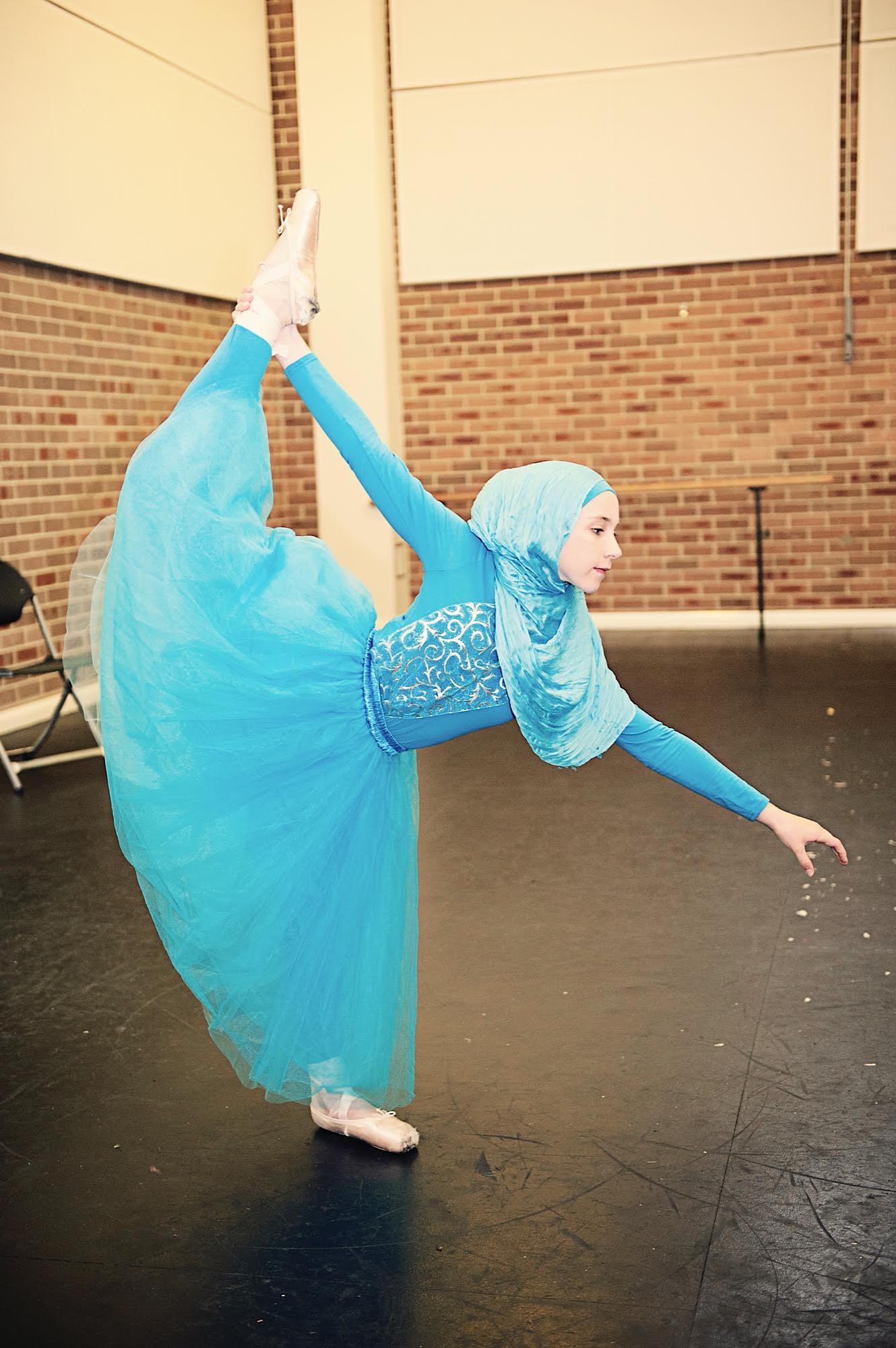 Legnagyobb álma, hogy balerina lehessen, hidzsábban