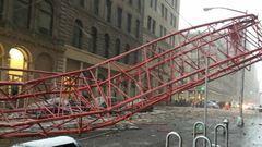 Nagyon durva videó arról, ahogy ledől egy toronydaru New York-ban