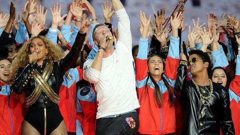 Super Bowl félidei show: Beyoncé majdnem elesett, a Coldplay erőlködött
