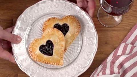 Így készül a szív alakú pite