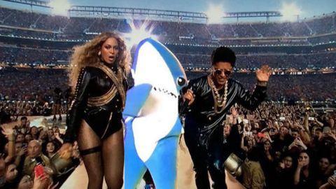 Super Bowl: itt vannak a legjobb mémek és a legviccesebb jelenetek