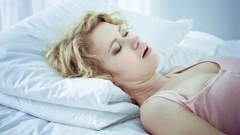 Káros a fogaidra, ha nyitott szájjal alszol