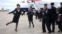 Már nadrágot is hordhatnak a stewardessek