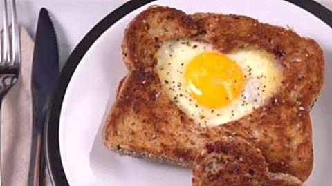 Így készül a szív alakú szendvics