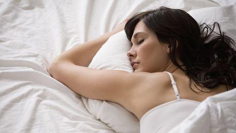 Milyen pózban alszol? Ilyen betegséged lesz