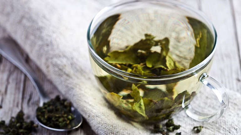 Ezért igyál zöld teát kávé helyett