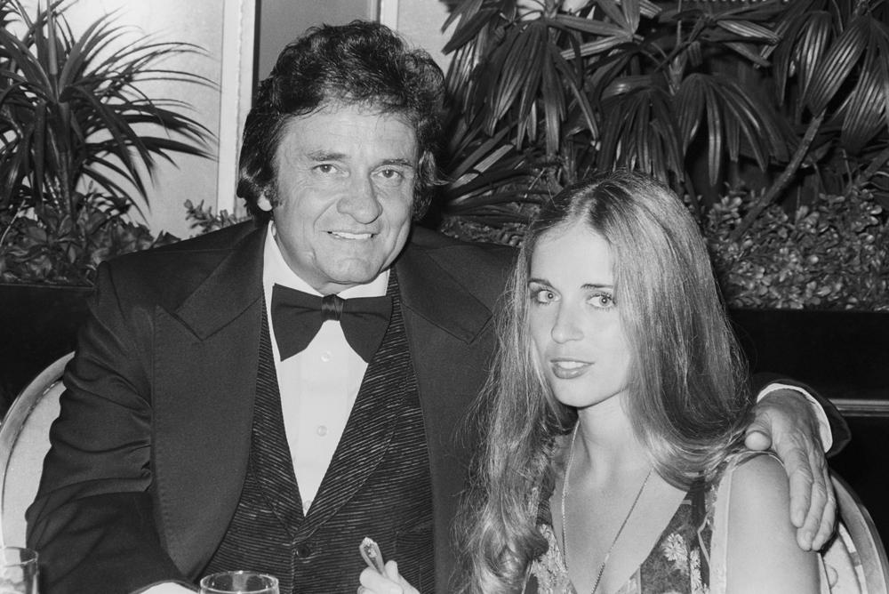 Johnny Cash ma lenne 84 éves: szerette az italt, a drogokat és a nőket – és a feleségeit is
