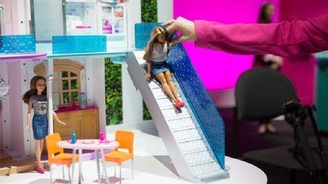 Less be egy szupermodern Barbie-házba – videó
