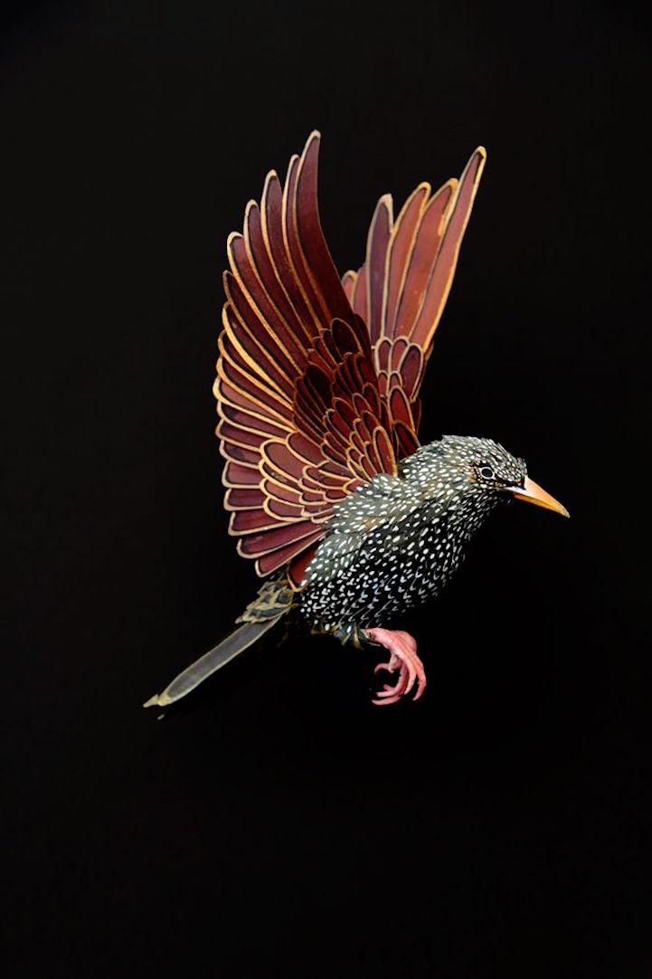 Zseniálisan élethű madarak papírból