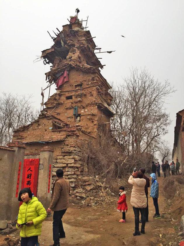 Bizarr kastélyt épített a kínai farmer - képek