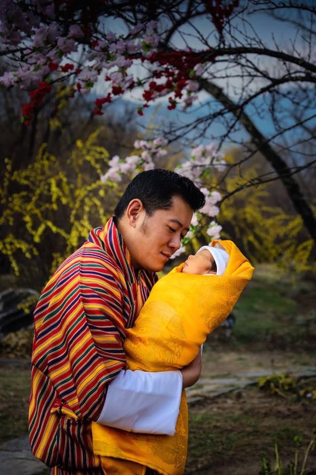 Az első fotók a bhutáni király 2 hetes fiáról