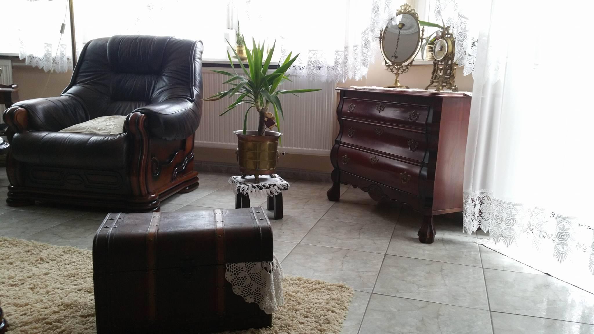 Nem nyomnak el az antik, nehéz bútorok. Igen, valóban lehet stílusosan csinálni!