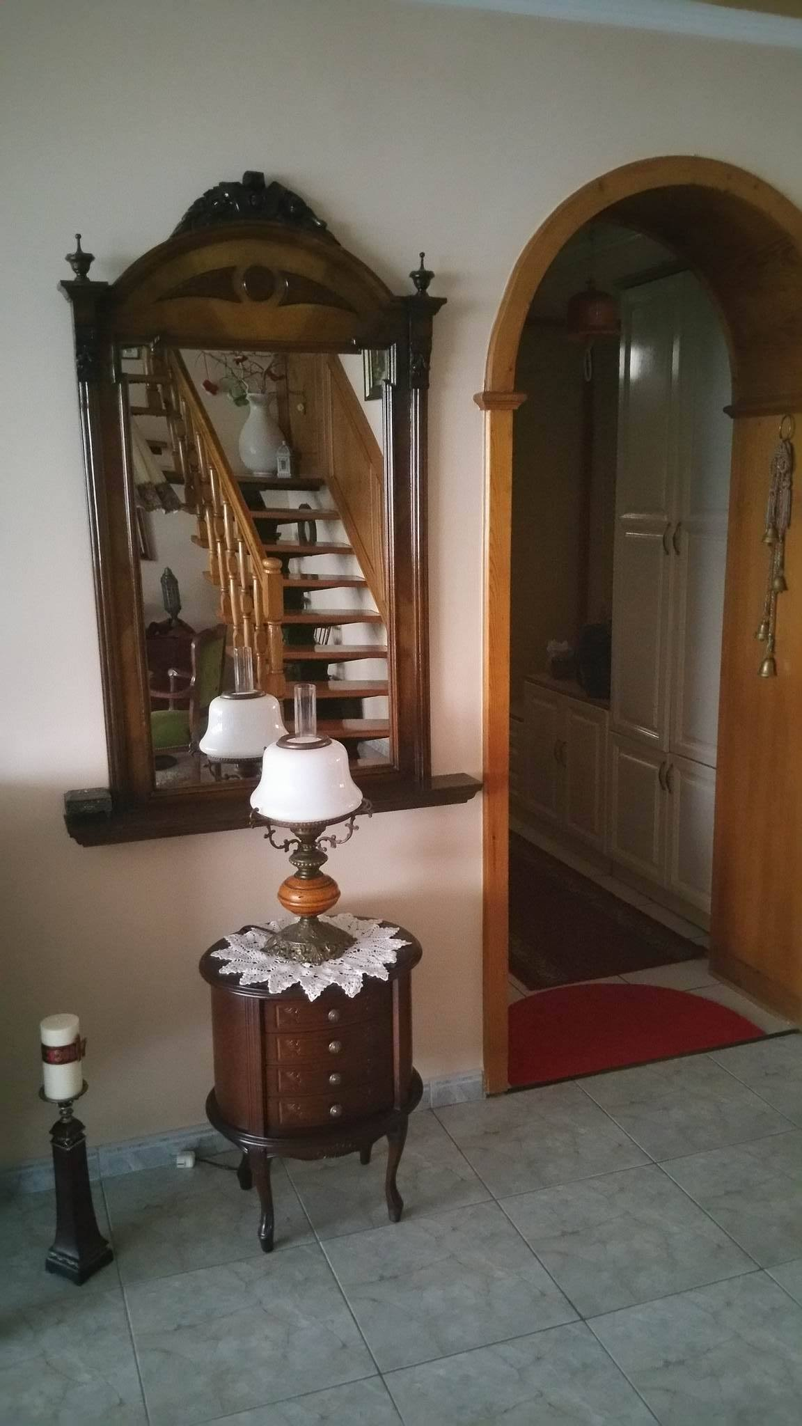 Egy igazi régiségkedvelő otthonából az antik tükör sem hiányozhat!