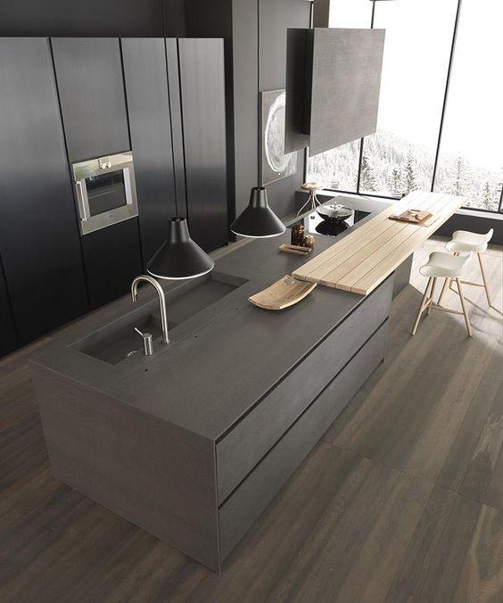 Ha szeretjük a sötét színeket, akkor azt alkalmazzuk a konyhaszigetünk kialakításánál is. De az egyik sarkot érdemes kiemelni a