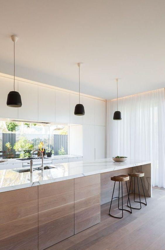 Ha nagy terünk van, akkor a konyhaszigetet kicsit elnyújthatjuk és hozzá kapcsolhatunk egy reggeliző pultot is.