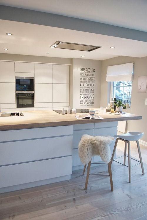 Beépített fiókok és szekrények nemcsak a konyhasziget, de a kialakított pult alatt is beépíthetők.