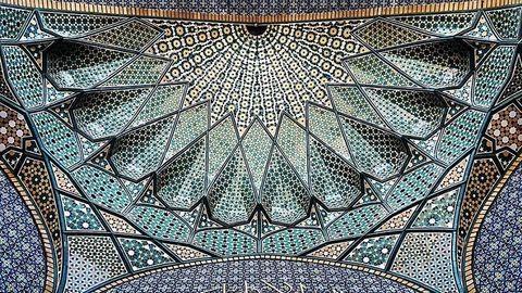 Neked is látnod kell az iráni mecsetek gyönyörű mennyezeteit!