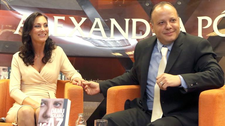 Damu Roland és felesége 15 millióért árulják a házukat