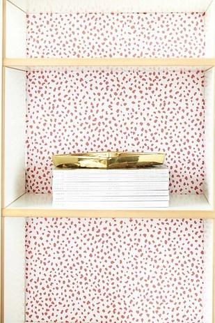 Csomagolópapírral a leguncsibb szekrényt is feldobhatod fillérekből!