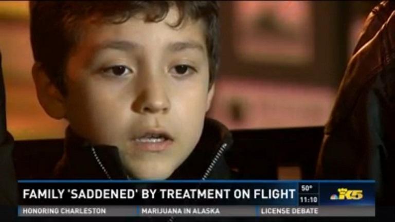 Tapsoltak az utasok, mikor lekísérték a repülőről az allergiás kisifút