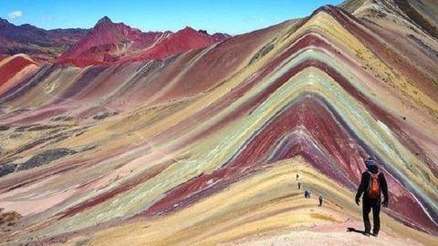 Peru szivárványszínű hegyeit neked is látnod kell – lélegzetelállító képek