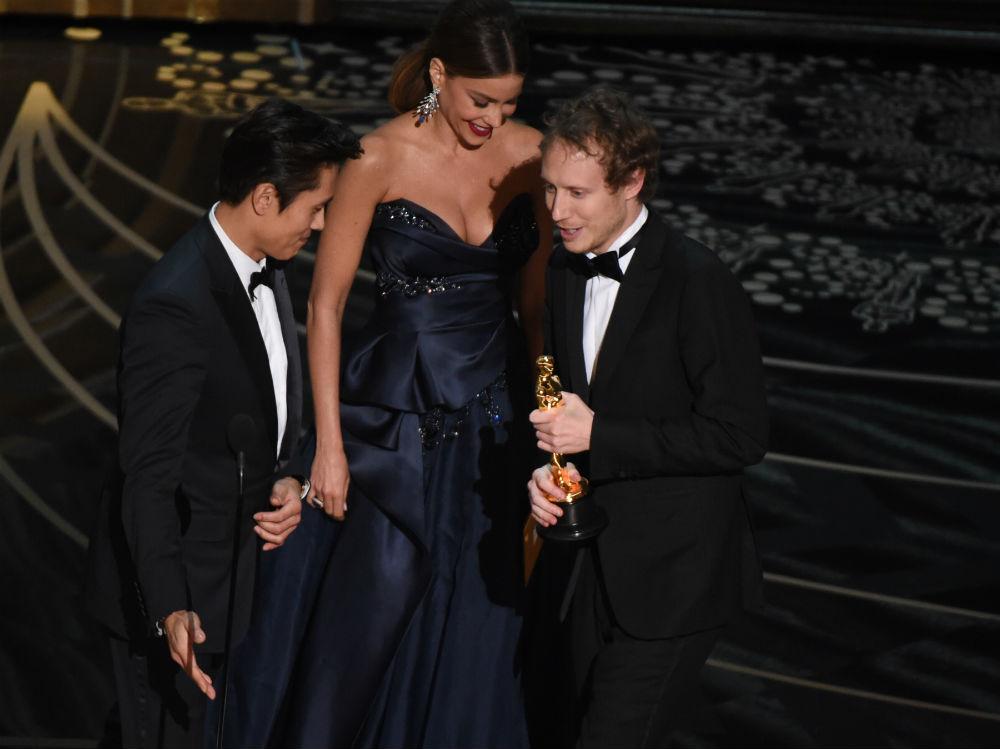 Nemes Jeles László az emblematikus Oscar szoborral