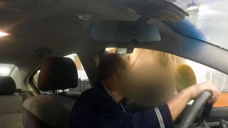 Kép és videó: Baukó Éva a melleivel mossa Alekosz autóját