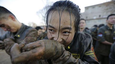Pofozzák és rugdossák őket – így képzik ki a kínai testőrnőket
