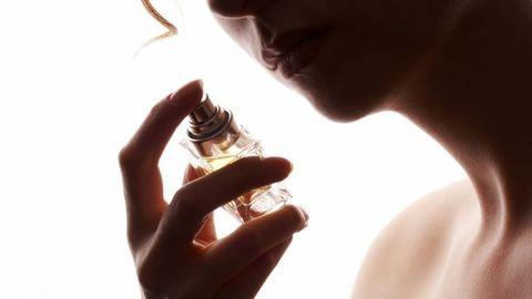 Szeretett halottunk illatát is megőrizhetjük már parfümként