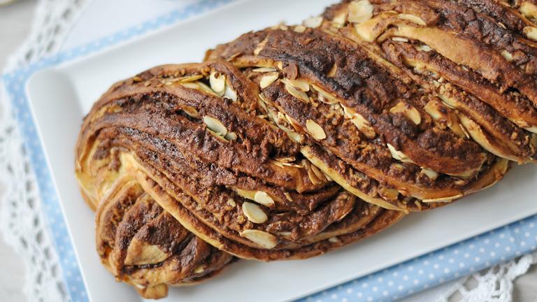 Ilyet nemcsak a pékségben vehetsz! Mennyei csokis-mandulás kalács házilag