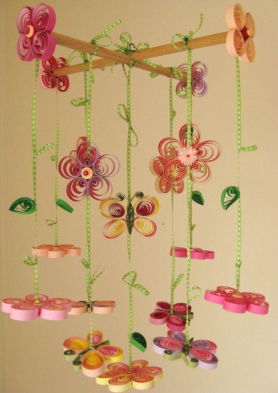 színes papírokból vidám tavaszi dekort készíthetsz a gyerkőcnek is.